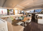 outremer_catamaran_5X_interieur_carre (10)